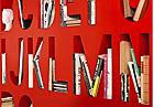 色彩缤纷的字母表储物架设计