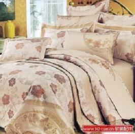 4款多件套床品 营造温馨风情卧室