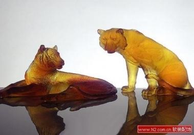 软装饰中的虎年水晶摆饰