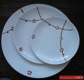 软装饰中的Luzerne腊梅新骨瓷餐具