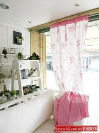 软装配饰——碎花窗帘 营造夏日田园客厅