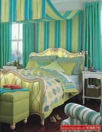 多彩条纹床品给卧室上色