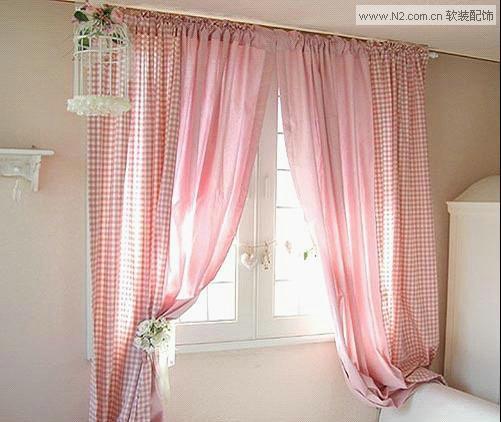 粉色窗帘搭配飘窗垫