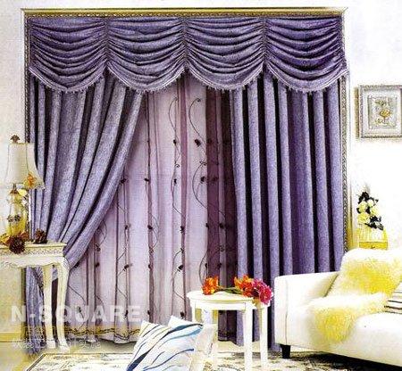 深浅紫色的窗帘和窗纱与白色欧式风格的家具相称,更有一种古典的韵味