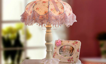 软装饰中的田园蕾丝花艺台灯