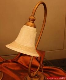 软装饰中的卧室台灯