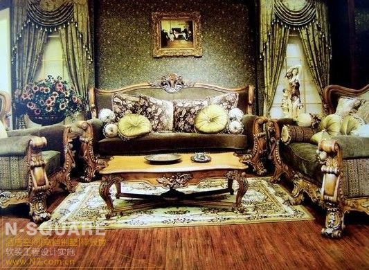 1、在文艺复兴建筑风格,这一时期装饰风格的居室色彩主调为白色。采用古典弯腿式家具。 不露结构不见,强调表面装饰,多运用细密绘画的手法,具有丰富华丽的效果。多用带有图案的壁纸、地毯、窗帘、床罩、及帐幔以及古典式装饰画或物件。为体现华丽的风格,家具、门、窗多漆成白色,家具、画框的线条部位饰以金线、金边。