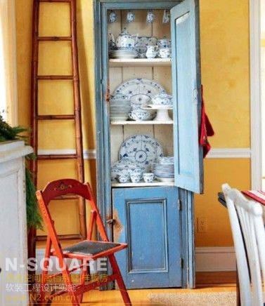 柜和有复古味道,在一片喜庆的圣诞装饰中这个角落就