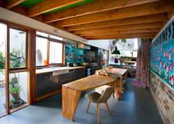 悉尼近郊的色彩现代住宅